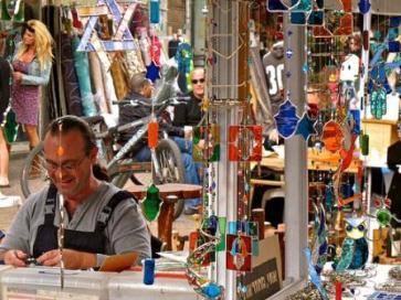 artisan in nachalat binyamin open air market in tel aviv