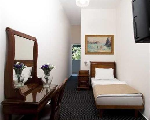 single room at the sun city hotel in tel aviv