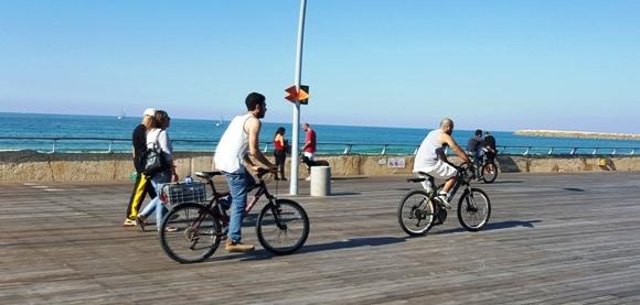 biking at Namal Tel Aviv Port