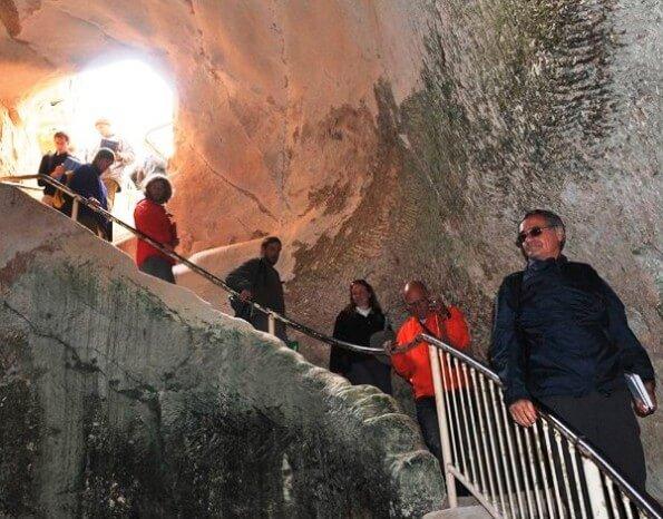Descending into Tel Maresha Beit Guvrin Caves