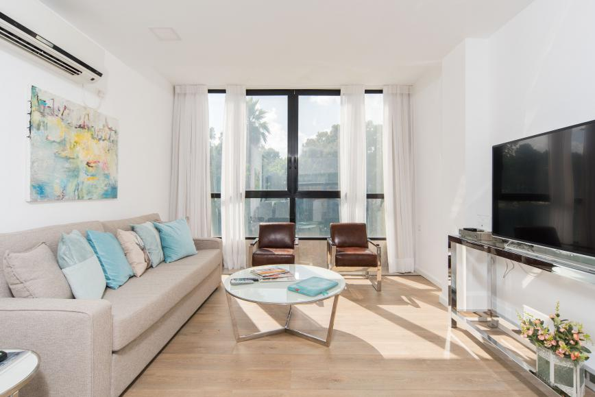 luxury short-term 3 BR apartment near the marina - living room