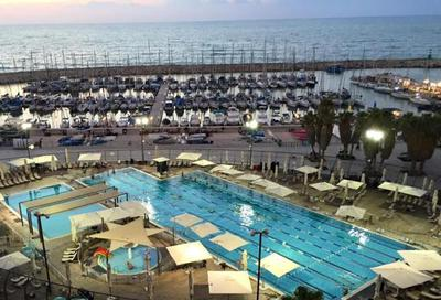 Wonderful Gordon Pool near the Tel Aviv Marina