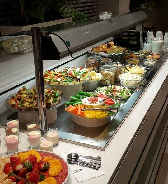 daily Happy Hour at Sadot hotel near Ben Gurion Airport in Israel