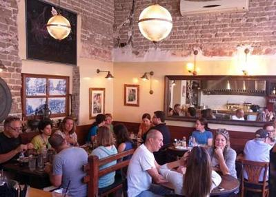 Nice atmosphere at Hummus Kaful Ful in Tel Aviv