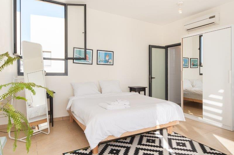 Stunning Jaffa penthouse vacation apartment - bedroom