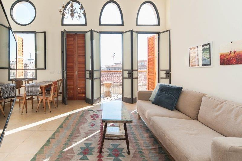 Stunning Jaffa penthouse vacation apartment - living room