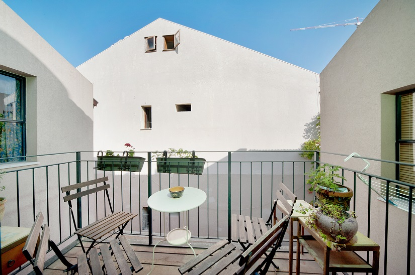 Charming Neve Tzedek 2BR vacation apartment - balcony