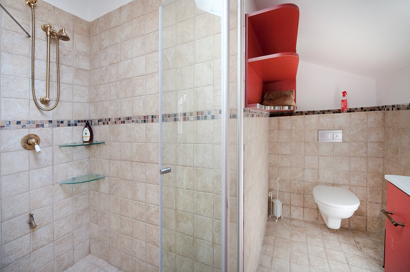Charming Neve Tzedek 2BR vacation apartment - bathroom