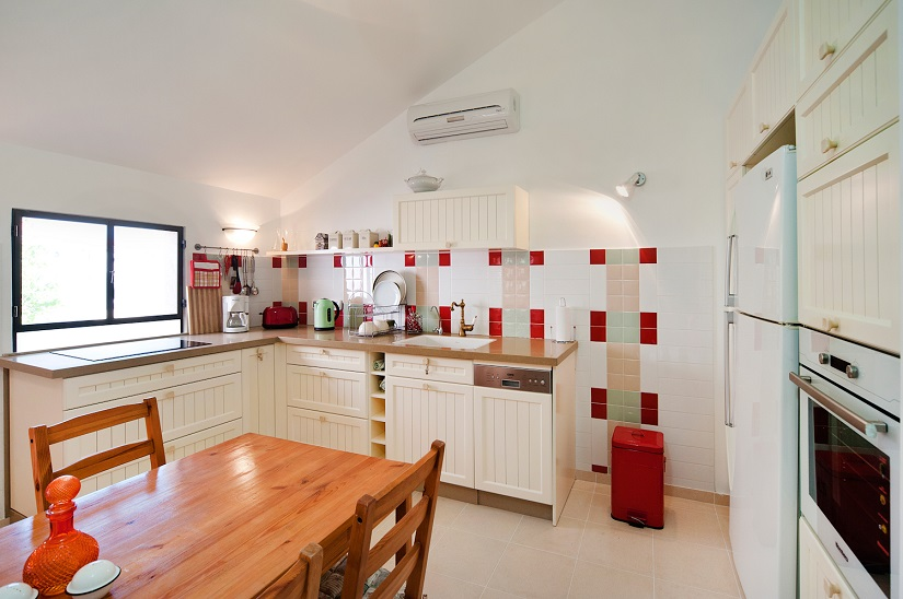 Charming Neve Tzedek 2BR vacation apartment  - kitchen and dining area