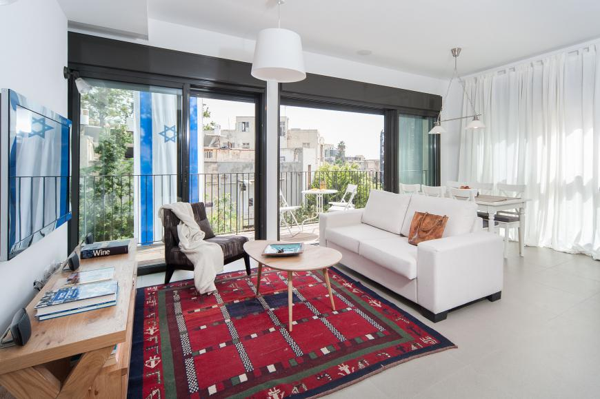 Luxury Tel Aviv short term rental apartment near Rothschild - living room