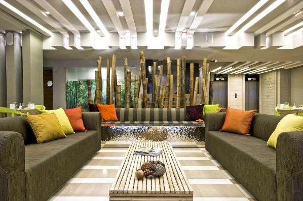 lobby area at the Sadot Hotel, an excellent 4 star lodging option near Israel's Ben Gurion Airport