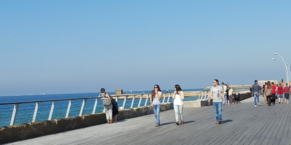 Another sunny day on the promenade at Namal Tel Aviv Port