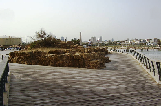 Tel Qudadi Assyrian iron fortress remains near Reading station Tel Aviv