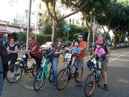 bicycles and bicycling families with babies on rothschild boulevard