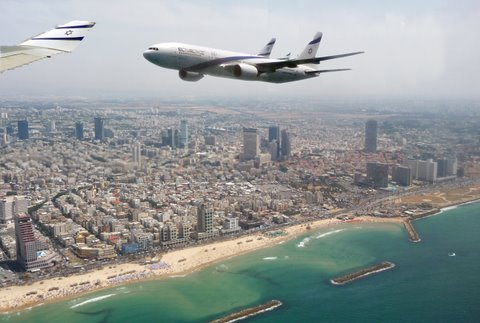 El Al plane flies over Tel Aviv on Independence Day 2009