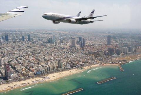 El Al plane flies over Tel Aviv on Independence Day 2009