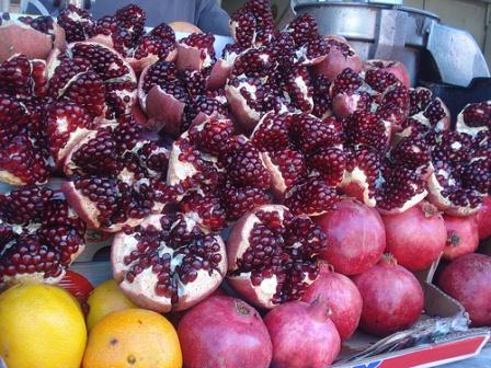 go tel aviv carmel market fresh pomegranate juice