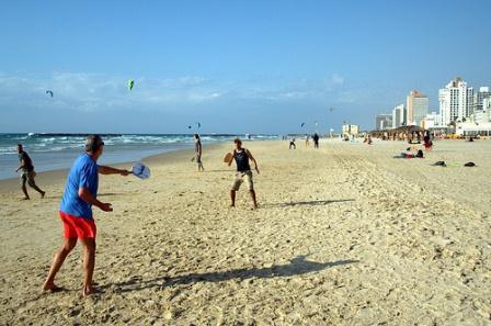 go tel aviv beaches playing matkot