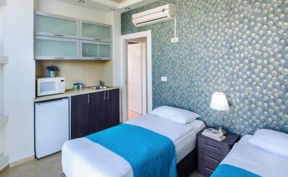 Gordon Inn Room for two with shared bathroom