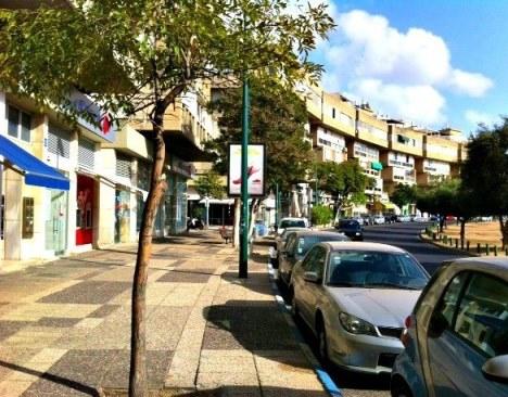 He BeIyar Street on the Kikar in Tel Aviv for elegant Tel Aviv shopping