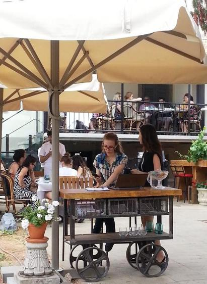 outdoor cafes in Sarona