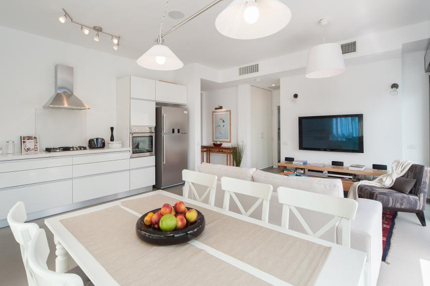 Luxury Tel Aviv short term rental apartment near Rothschild - kitchen and dining area