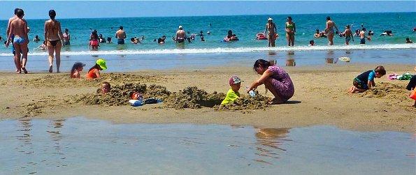 Tel Aviv mezizim beach is great for kids