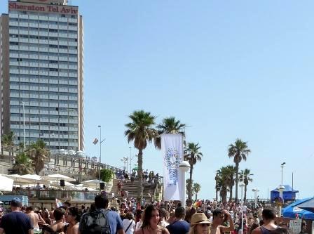 sheraton tel aviv hotel vista on a parade day